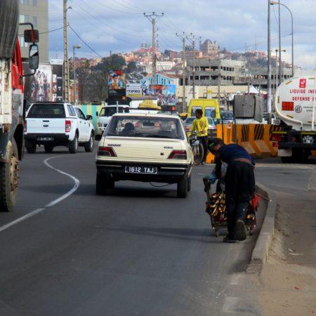 Antananarivo, briqueterie , maraîchage et culture du riz dans les quartiers.